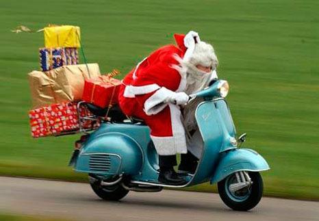 kerstman-op-vespa